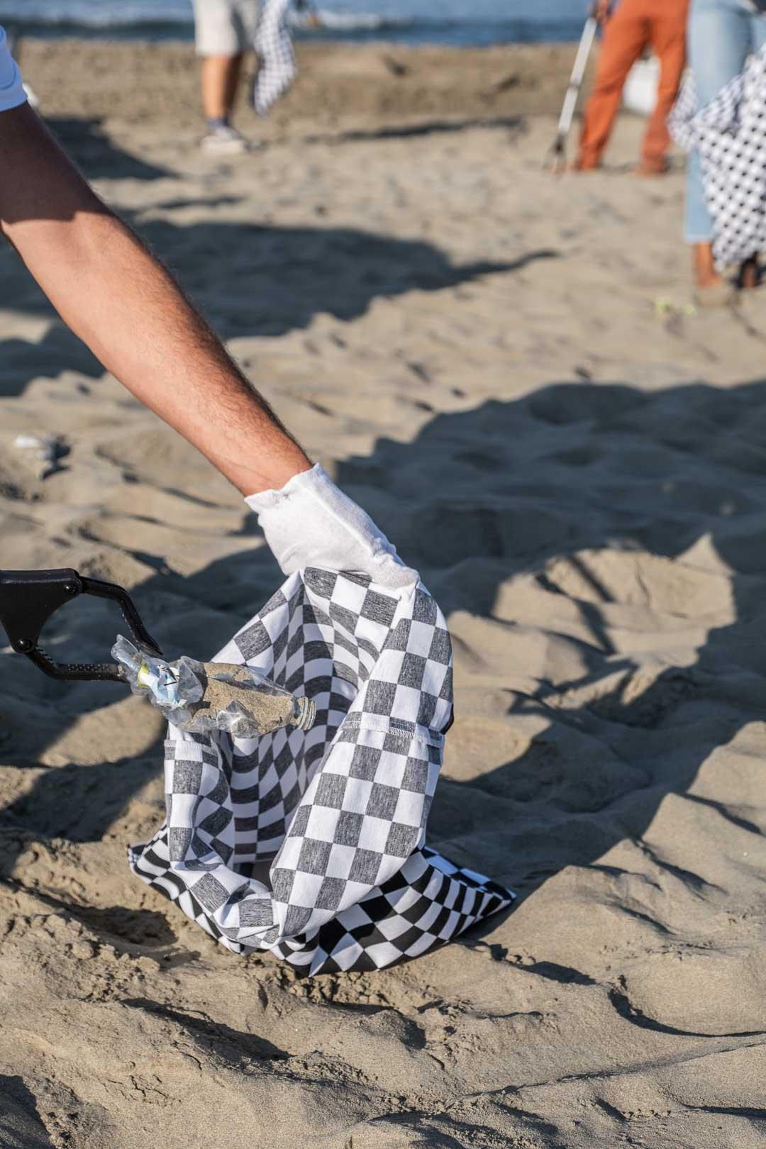 VANS BEACH CLEANING-6